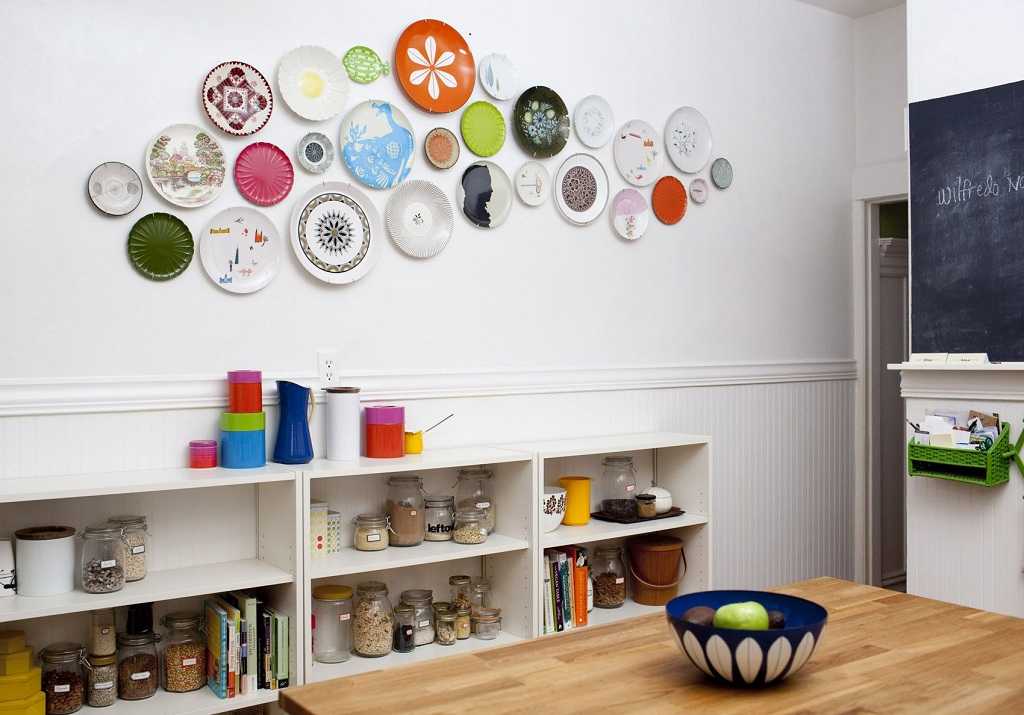 Decorate your walls with dishes