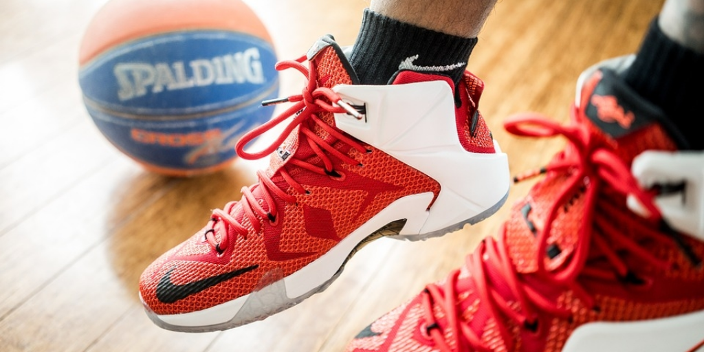 Choose the Right Basketball Shoes